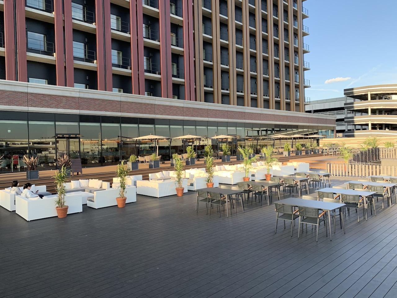 liber-hotel-usj-terrace-3