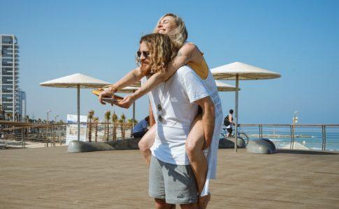 couple-enjoy-resort