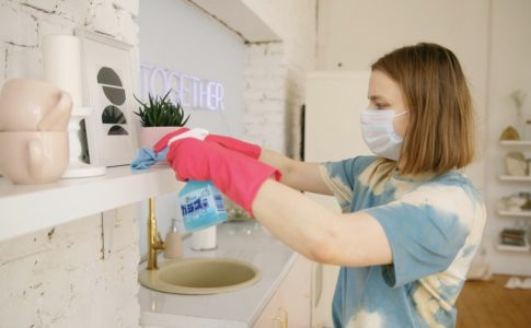 woman-cleaning-the-room