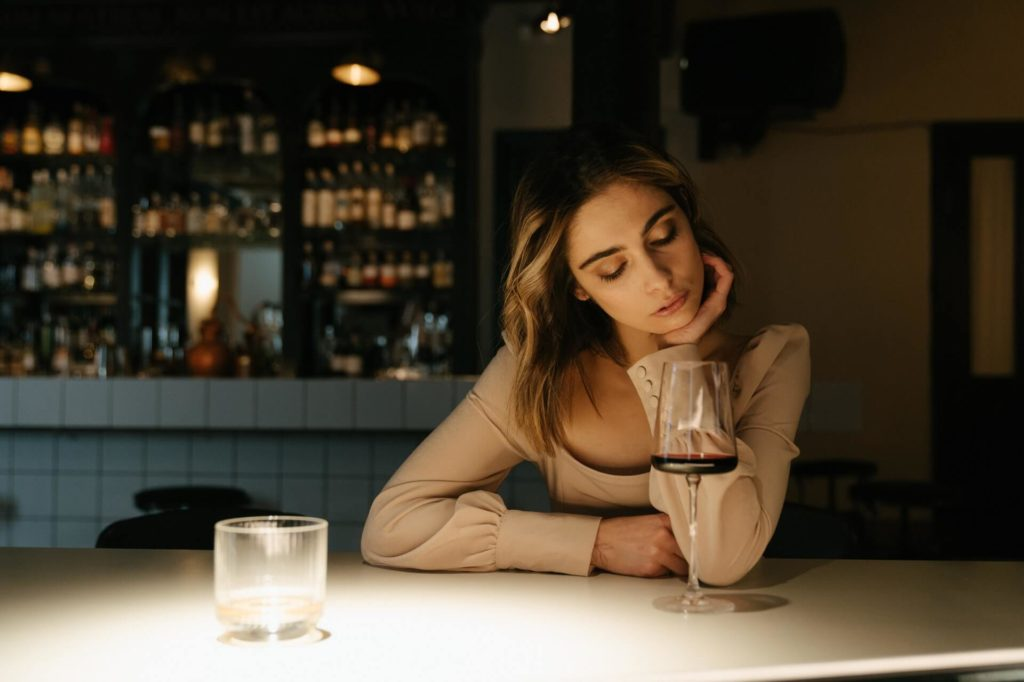 woman-in-the-bar-2