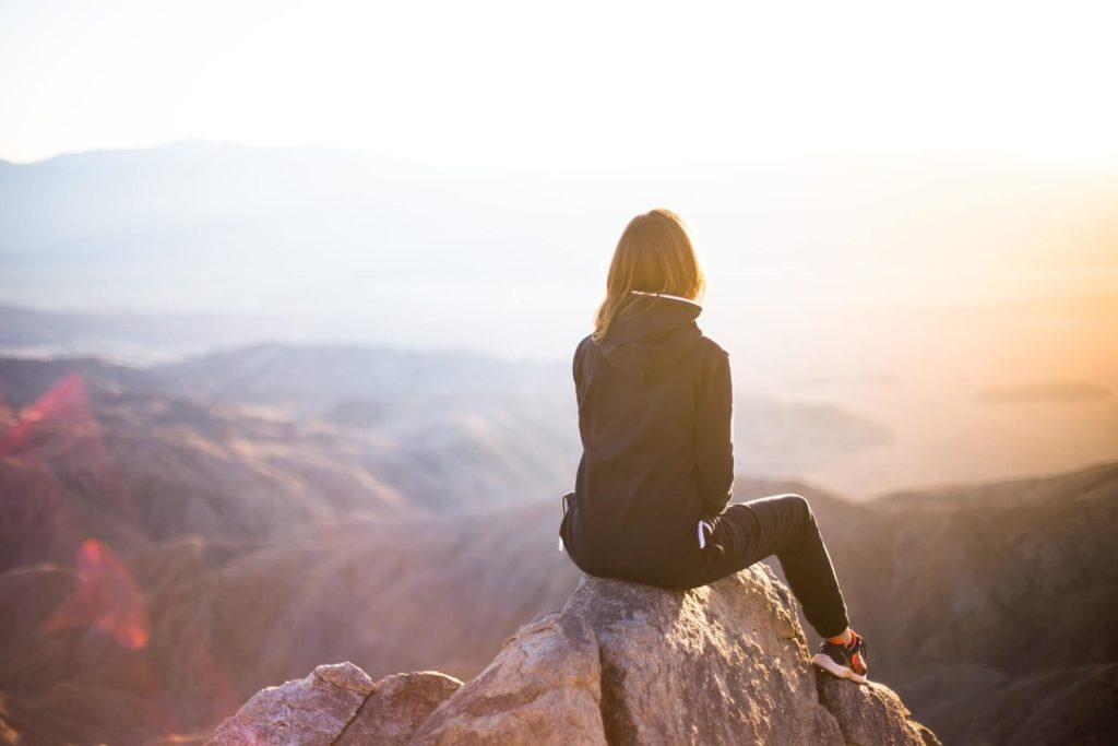 woman-looking-landscape
