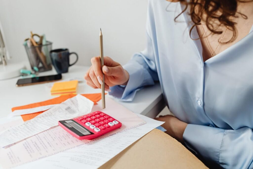 woman-is-calculating-house-budget