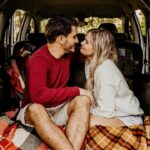 couple-love-in-car