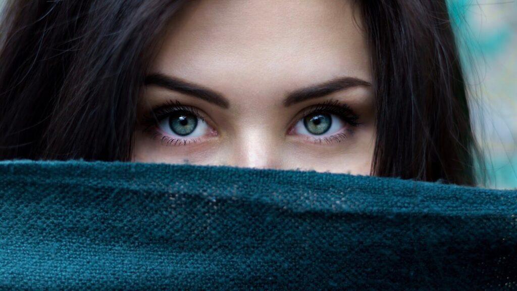woman-face-eyes